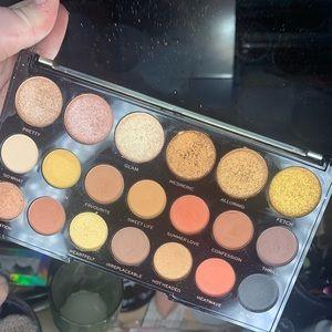 Makeup Revolution Gilded Palette